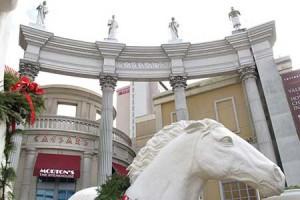 Caesars Warns Investors Over Online Gambling