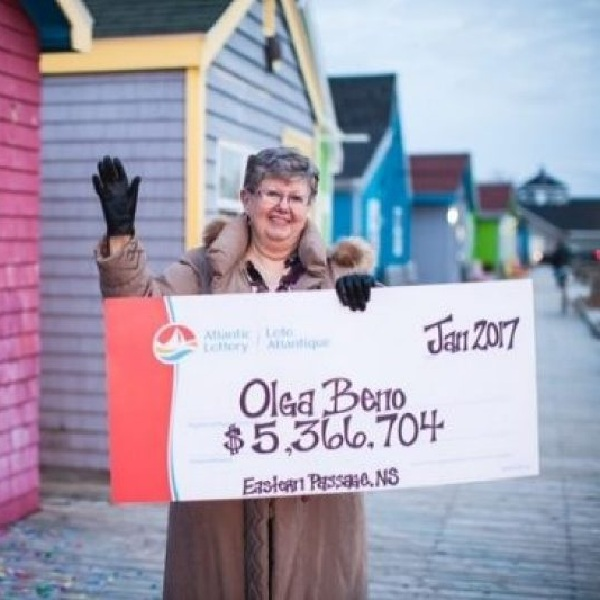 Canadian Woman Wins Lottery After Dreaming of Numbers