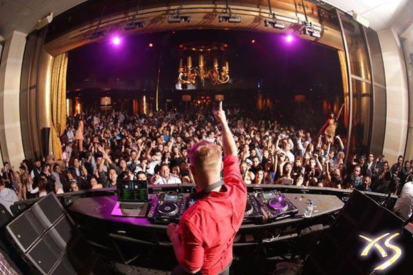 Las Vegas Turns to Night Clubs
