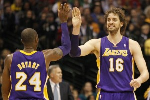 Tonight the Los Angeles Lakers take on the Charlotte Bobcats in what is expected to be a very close match.