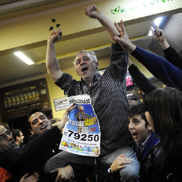 Celebrations in Spanish Bar After €200 Million Christmas Lottery Win