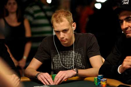Stephen Chidwick Takes Lead in Eureka Prague Main Event
