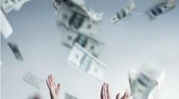Jubilant Gambler Throws $30,000 Prize Money Off Casino Roof